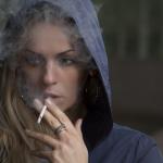 Secondo uno studio, smettere di fumare porta a mangiare più cibo spazzatura ed aumentare di peso